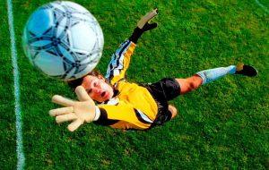 Турнир нефтехимиков по мини-футболу достиг экватора