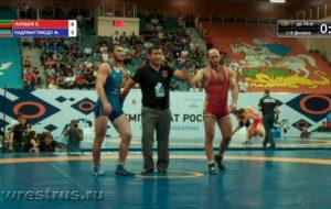 Евгений Лапшов дошёл до полуфинала чемпионата России по вольной борьбе