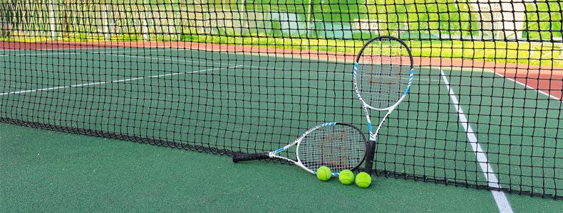 Любите играть в большой теннис? Корт к вашим услугам!